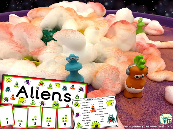 Space small world spaghetti play - Role Play Sensory Play - Tuff Tray Ideas Early Years / Nursery / Primary